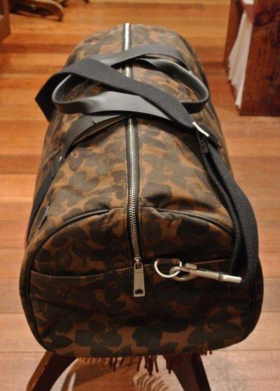 画像2: USED JACK SPADE(ジャックスペード) オイルドコットン フラワーカモ ダッフルバッグWaxed Floral Camo Barrel Duffel  Bag (Floral) 中古