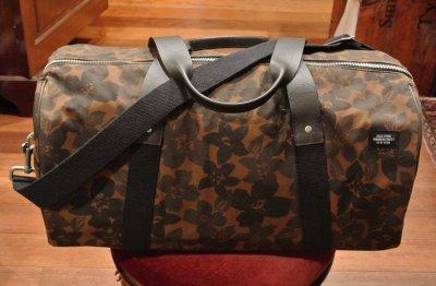 画像1: USED JACK SPADE(ジャックスペード) オイルドコットン フラワーカモ ダッフルバッグWaxed Floral Camo Barrel Duffel  Bag (Floral) 中古